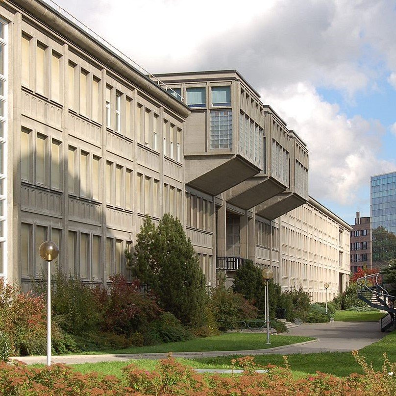 1200px-University_Fribourg_003